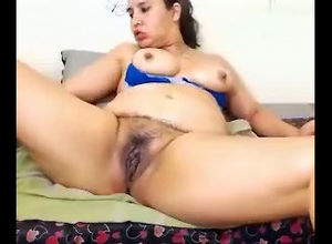 Sexy BBW flash her poon on web cam