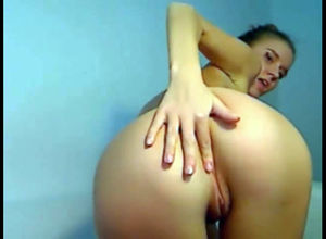 Russian young woman frigs her little..