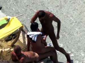 Casual 3somes on the beach