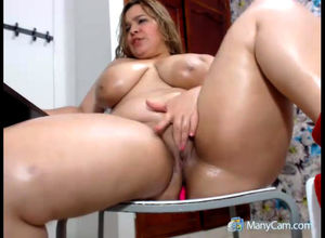 Latina Cougar thick puss getting off..